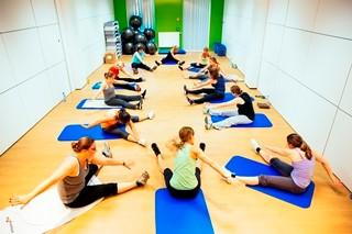 Groepsles fitness in de gezondheidsruimte in de site Antwerpen
