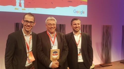 Pieter Bedert, Philippe Van Belle et Benoit Masset reçoivent le Trends Digital Pioneer Award